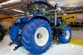 Primeira aparição, em 2012, do T7 Blue Power Tractor, equipado com o 710/70R38 TM800