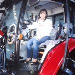 Carla Cardoso trabalha na Triama Norte, concessionária da Massey Ferguson