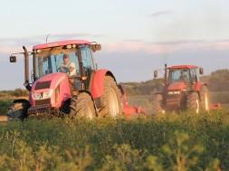 tractors-2638536_1920