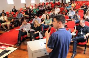 Pesquisador da Embrapa Informática Agropecuária Eduardo Monteiro apresenta palestra sobre o Zarc Foto: Magda Cruciol