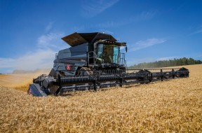 bfc61-MF-IDEAL-9T-COMBINE_WORKING_CZ_0717-1563